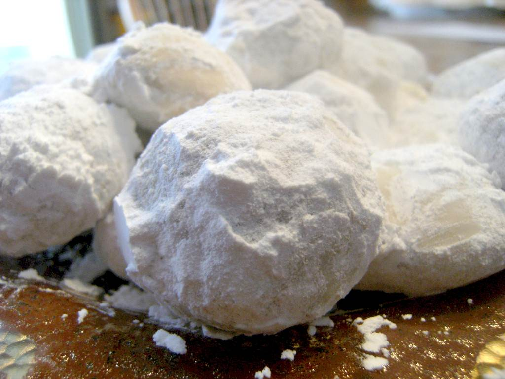 Pfeffernusse Snowball Cookies | ComfortablyDomestic.com