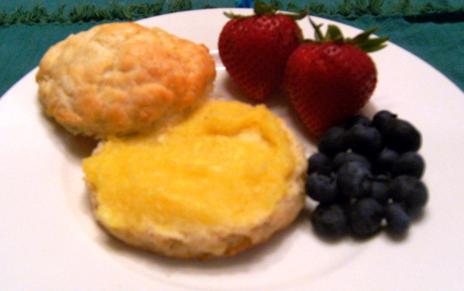 Homemade biscuits with lemon curd