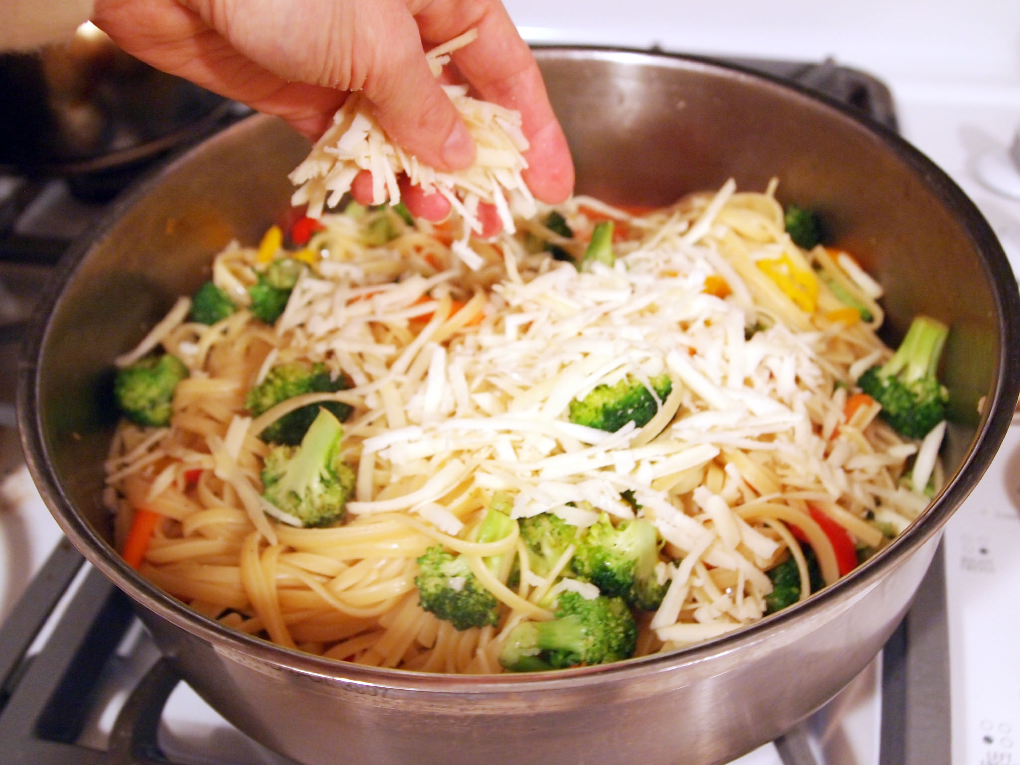 Freestyle Pasta Primavera is a quick, easy dinner recipe to save you on busy nights! Make it with whatever you have on hand! | ComfortablyDomestic.com