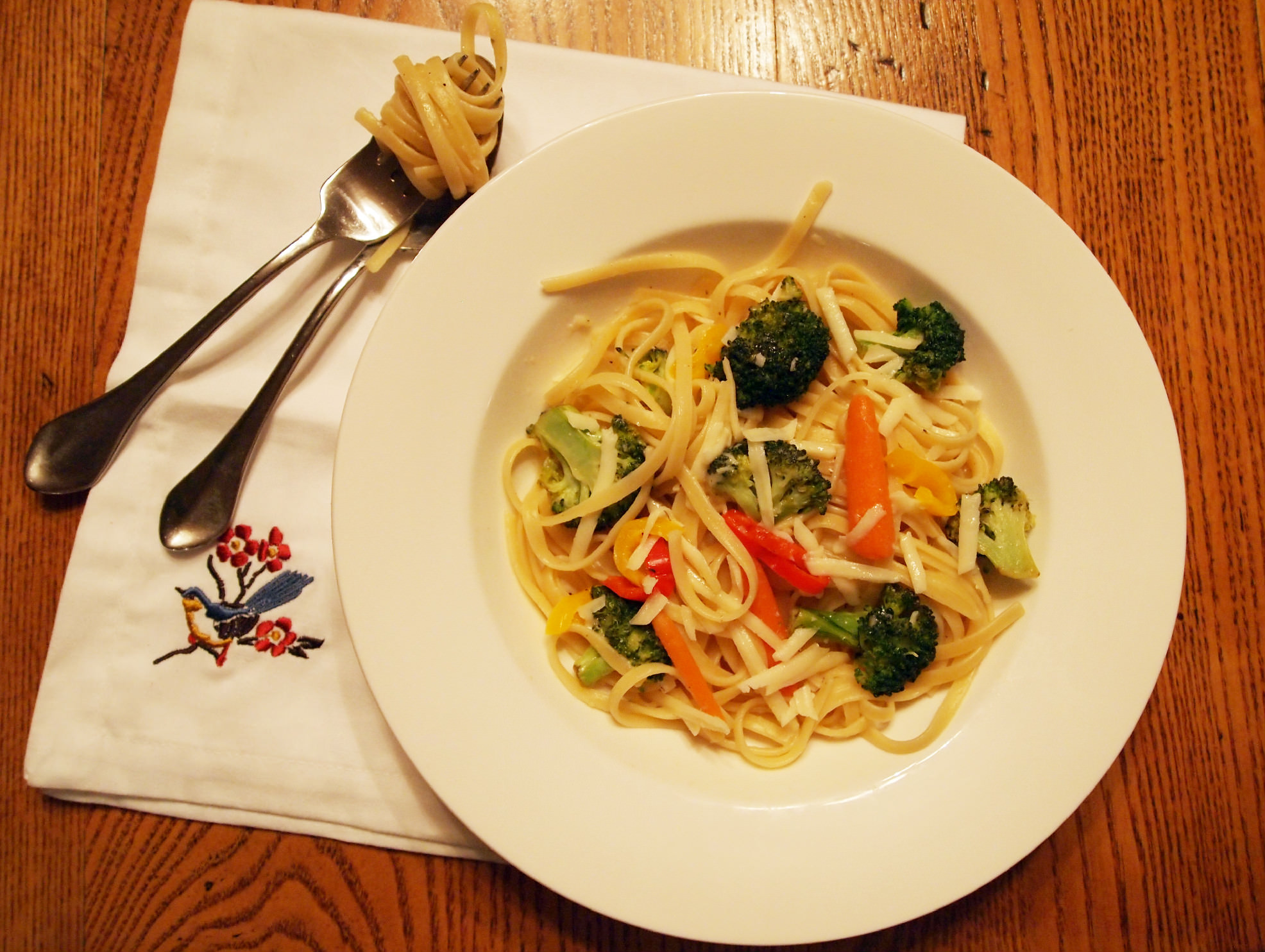 Freestyle Pasta Primavera is a go-to easy dinner recipe to save you on busy nights! | ComfortablyDomestic.com