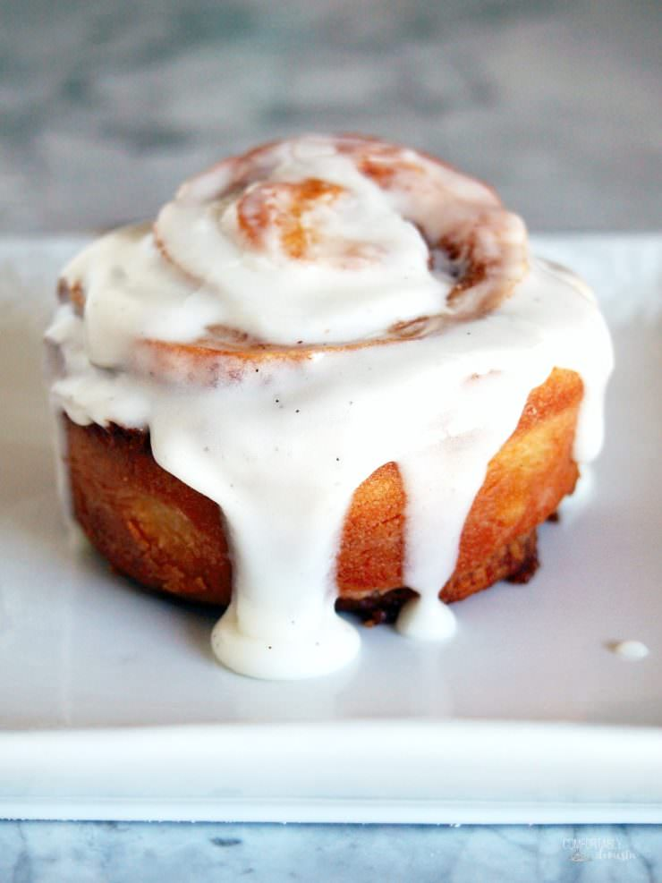 Vanilla-latte-cinnamon-rolls infusethe coffee house flavor of a vanilla latte into a sweet, gooey cinnamon roll. They make a delicious weekend breakfast treat!
