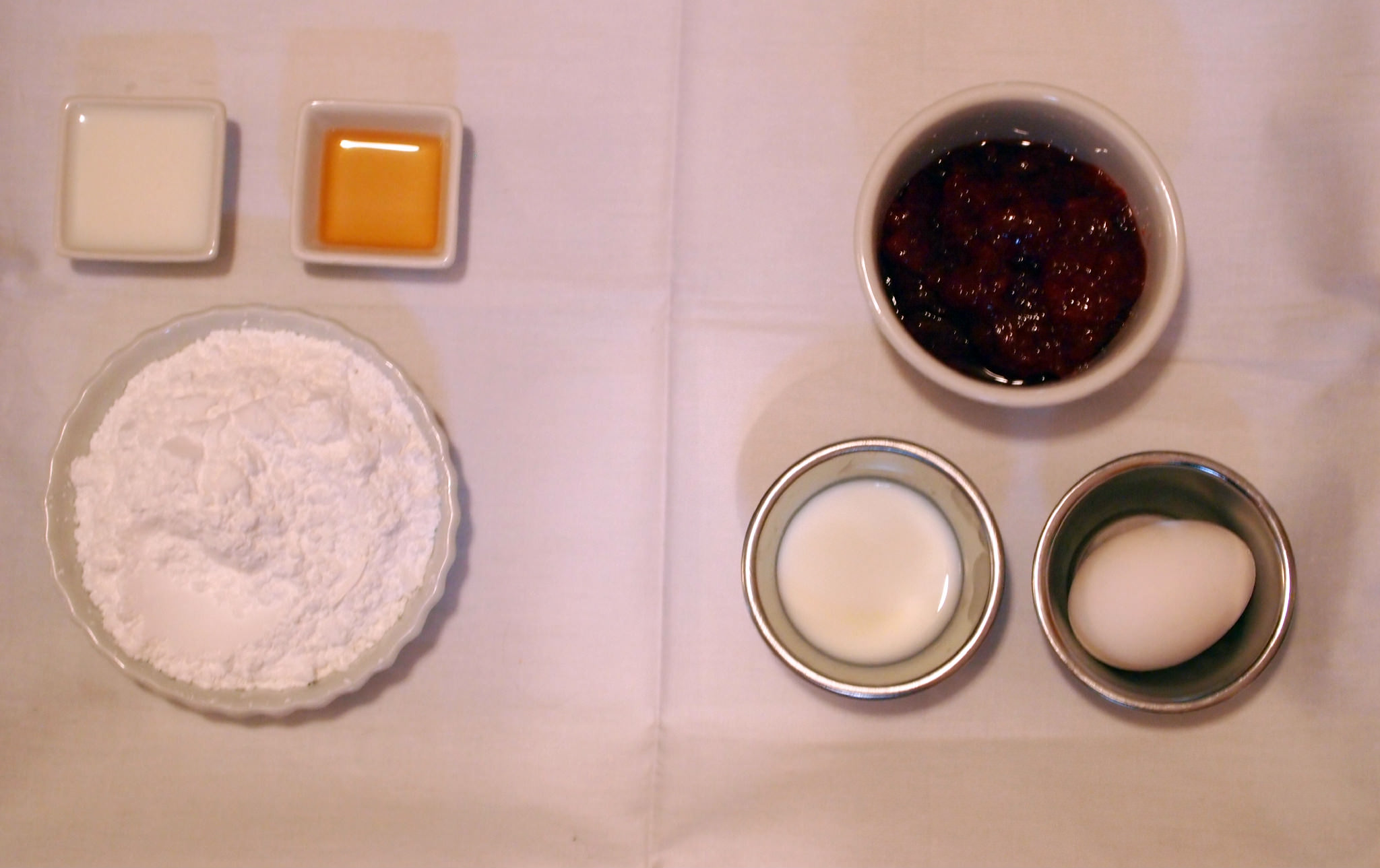 ingredients to make the filling for strawberry toaster pies