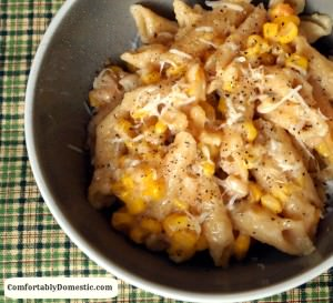Slow Cooker Creamed Corn Macaroni and Cheese