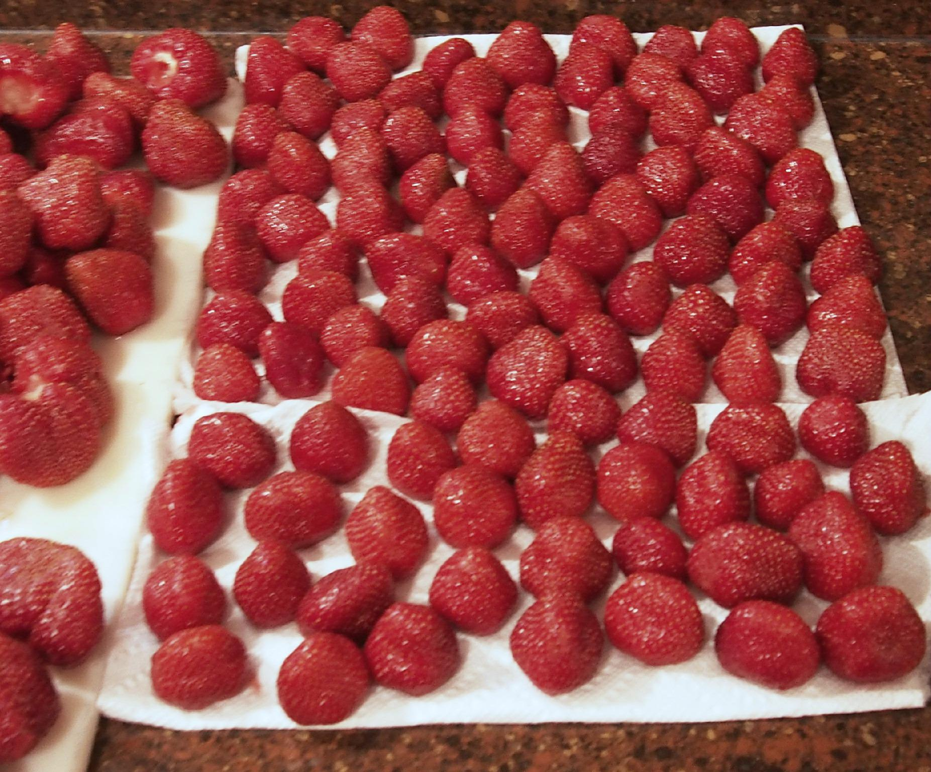 drying-strawberries-for-pie