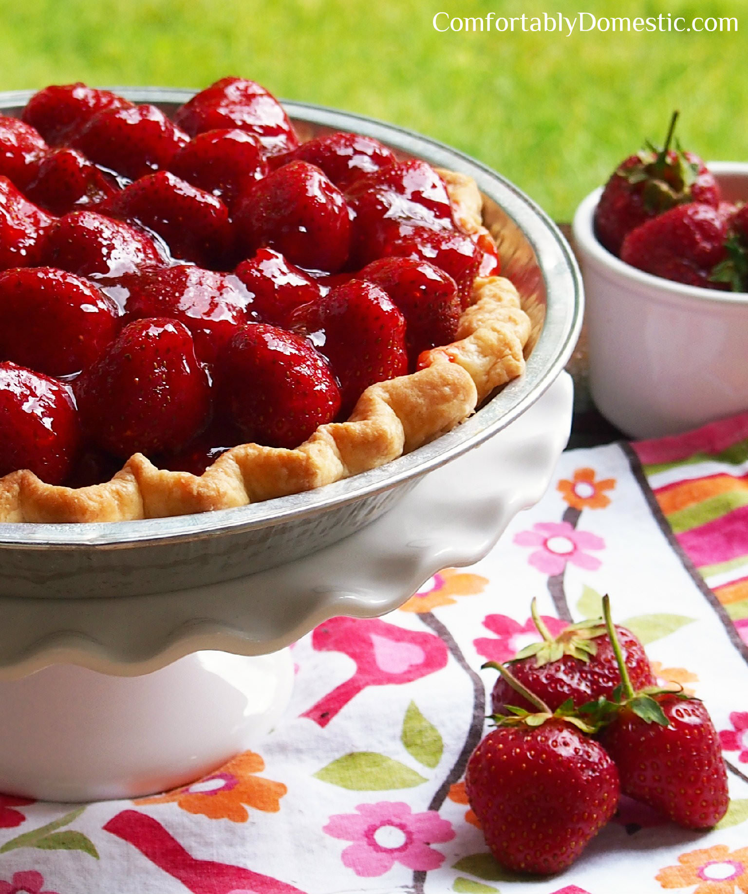 Fresh Strawberry Pie tastes like sweet summertime wrapped up in a butter crust. | ComfortablyDomestic.com