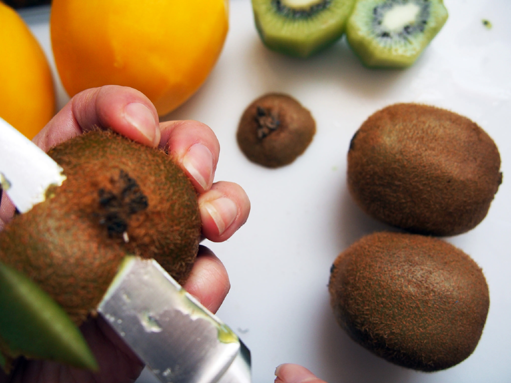 how to peel a kiwi 3
