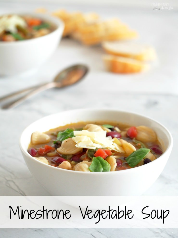 Minestrone Vegetable Soup Olive-Garden-Copy-Cat-Recipe - is chock full of fresh vegetables, tender beans, and chewy pasta for a healthy, hearty soup that eats like a meal. Can easily be made vegetarian and vegan. | ComfortablyDomestic.com