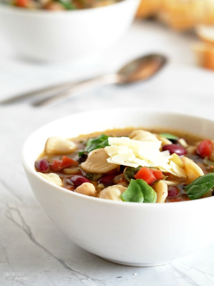 Minestrone-Vegetable-Soup-Olive-Garden-Copy-Cat-Recipe is chock full of fresh vegetables, tender beans, and chewy pasta for a healthy, hearty soup that eats like a meal.